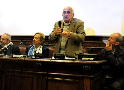 Markarian hablando en la conferencia