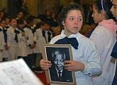 niño con foto de Mandela