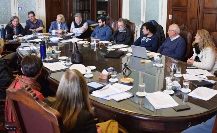 Mesa redonda con las personas reunidas en Consejo