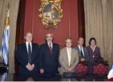 Autoridades en firma del convenio