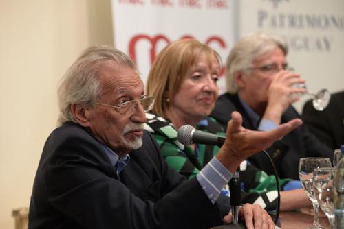 Mariano Arana durante presentación de obra de Dieste