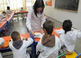 Maestra con niños