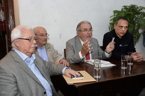 Académicos Jorge Arbeleche, Ricardo Pallares, Adolfo Elizaincín y Rafael Courtoisie